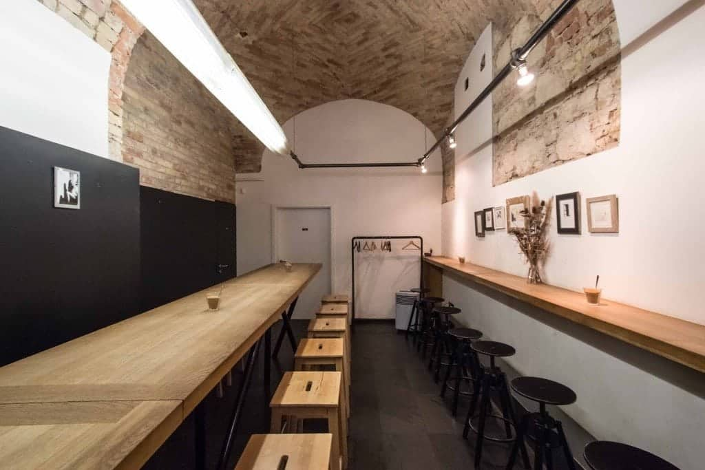 Espresso Embassy, Budapest, Interior, cupping table