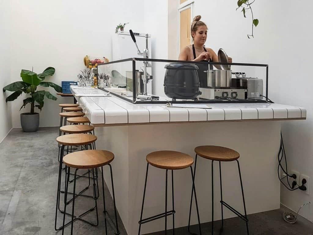 MOK, Brussels, Bar seating, barista