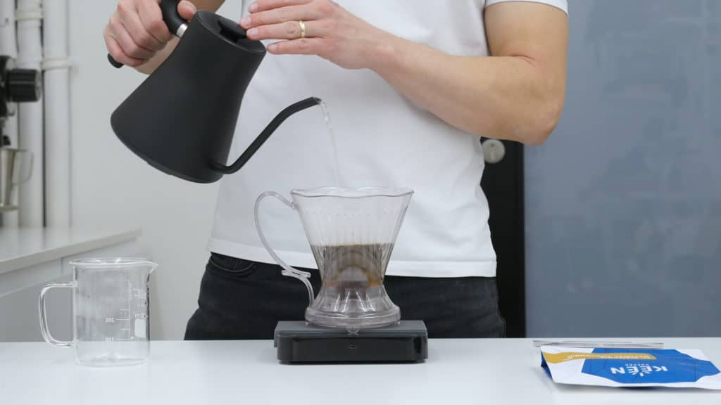 Clever Dripper - pouring w/ Keen Coffee