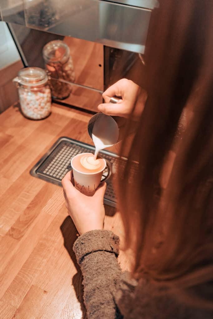 Kali Coffee Bar - latte art